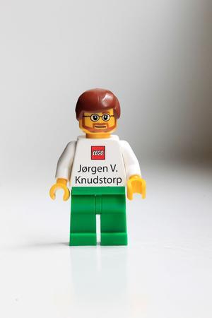 Jorgen V. Knudstorp, PDG de Lego, utilise une figurine en guise de carte de visite.