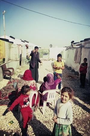 De nombreux enfants jouent dans le camp 003 de Barelias.Crédit: Sandra Conan