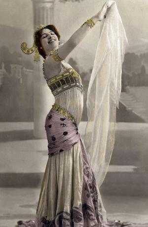 La danseuse Mata Hari photographiée vers 1905.