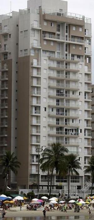 L'immeuble de Guarujá, dans l'Etat de Sao Paulo, qui aurait été mis à la disposition de dirigeants du Parti des travailleurs, dont Lula, par des agents immobiliers proches de la société Petrobras.