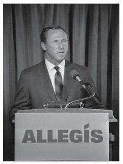 Richard J. Ferris, le PDG d'United Airlines, allias Allegis, explique sa stratégie. Crédit photo: DR