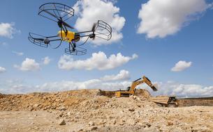 Interdits de vol au Bourget, les drones civils sont venus en force