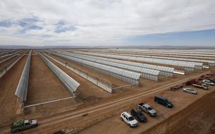 Le Maroc inaugure la première tranche d'une centrale solaire géante
