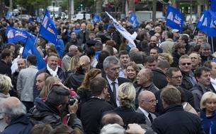 Place de la République, à Paris, les policiers dénoncent la «haine anti-flics»