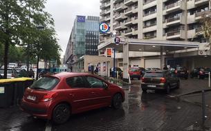 Les automobilistes se ruent sur les pompes à essence