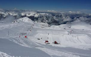 Le glacier des Deux-Alpes ouvre ses pistes de ski ce samedi