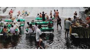 Aux Philippines, le déjeuner tourbillonnant sous la cascade de la Villa Escudero