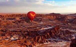 Le désert d'Atacama vu d'une montgolfière