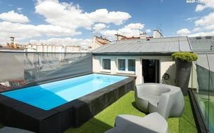 Une piscine privée dans un hôtel au cœur de Paris