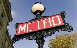 Des guides pour faire découvrir en s'amusant le métro parisien aux enfants