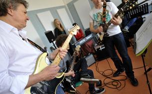 À Bordeaux, des ateliers de musique pour lutter contre le suicide des jeunes