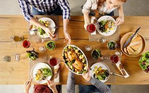 Un déjeuner pour réunir des étudiants et des personnes âgées