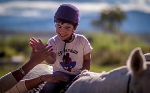 L'équithérapie, un traitement alternatif qui soigne par le cheval