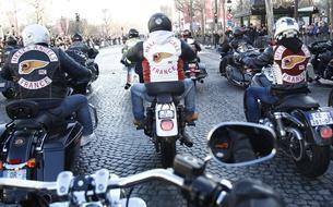 Hommage à Johnny Hallyday: notre descente des Champs-Élysées avec les bikers