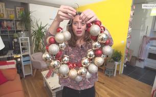 Comment faire une couronne de Noël avec un cintre ?