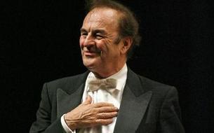 Accusé d'agressions sexuelles, le chef d'orchestre Charles Dutoit contre-attaque