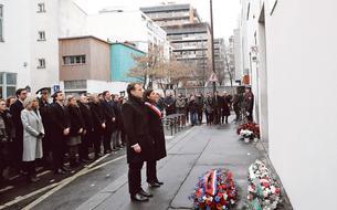 Le sobre hommage de Macron à <i>Charlie Hebdo</i> et l'Hyper Cacher
