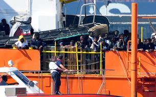 Migrants : l'<i>Aquarius</i> est arrivé dans le port de Valence