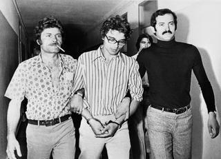 Le 6 juin 1974, Christian Ranucci, interrogé pendant près de vingt heures par des policiers à Marseille, avoue le meurtre de la petite Marie Dolores Rambla. Condamné le 10 mars 1976 à la peine capitale, il est executé le 28 juillet.