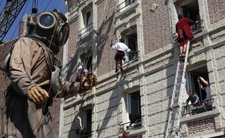Le Scaphandrier Géant mesure 11 mètres et pèse 3 tonnes.