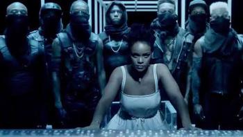 Rihanna pose dans la vidéo teaser de ANTI.