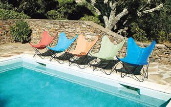 La collection en Batyline du fauteuil AA, pour l'extérieur, imaginée par Serge Ferrari