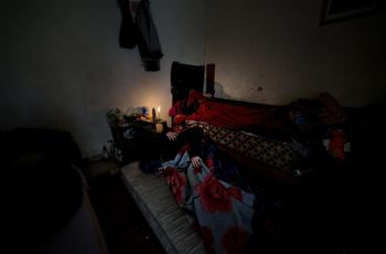 Ceux que les habitants de la cité appellent les «Lampédouz»   les clandestins maghrébins arrivés en masse dans la foulée des printemps arabes   survivent dans des squats insalubres au pied des tours.