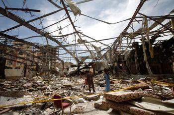 Un quartier de Sanaa, le 8 octobre, après le raid aérien de la coalition arabe.