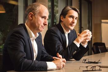 Philippe Vallée, (à gauche) directeur général et administrateur de Gemalto et Patrice Caine, PDG de Thales, dimanche, à Paris.