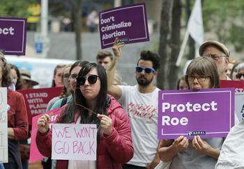 Des manifestants pro-IVG à Seattle protestent contre la nomination de Brett Kavanaugh à la Cour suprême.