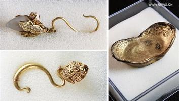 Bijoux et lingot d'or trouvés dans la rivière Min.