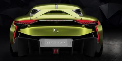 L'arrière rappelle celui d'une certaine GT by Citroën qui avait fait sensation fin 2008.