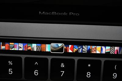 La Touch Bar pour le choix de photos.