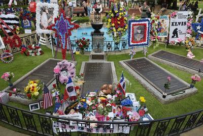 La tombe du King, à côté de celle de sa grand-mère et de ses parents, à Memphis.