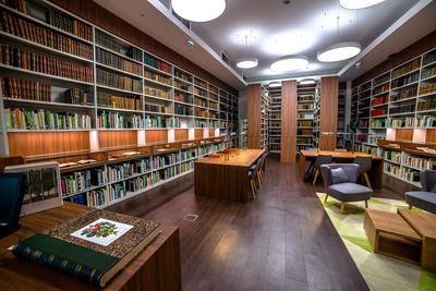 Spacieuse et confortable, la nouvelle salle de lecture de la bibliothèque de la SNHF. Photo: Eric Bongrand.