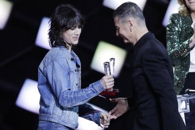 Une Victoire d'honneur remise par Charlotte Gainsbourg a célébré Étienne Daho et ses 37 ans de carrière.