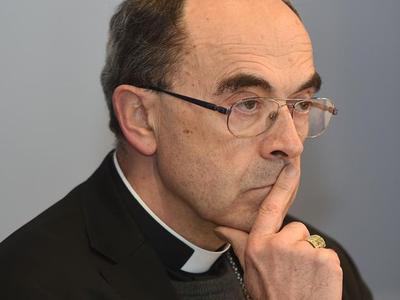 Le cardinal Barbarin ce mardi 15 mars, lors d'une conférence de presse en marge de l'assemblée de printemps des évêques.