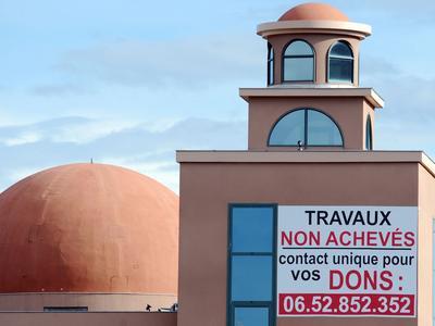 En 2013, un panneau appelait les fidèles à envoyer des dons pour financer la fin des travaux d'une mosquée à Toulouse.