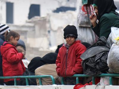 Des milliers de personnes évacuées d'Alep, vote à l'ONU — Syrie