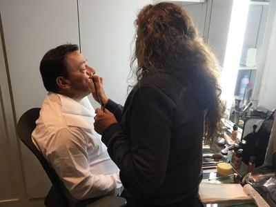 Frédéric Picard, au maquillage, avant le début de l'émission.