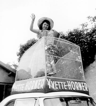 La mascotte du Tour de France en 1958.