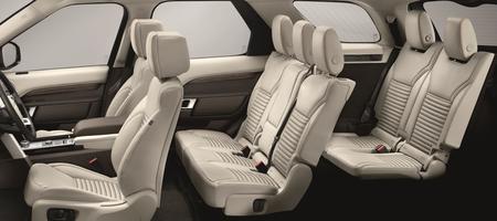 Sept personnes peuvent prendre place à bord. Les deux sièges du dernier rang sont moins spacieux mais suffisamment confortables pour effectuer un grand parcours, même pour des personnes de grandes tailles.
