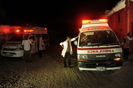 Des ambulances près de la plage du Lido, jeudi 21 janvier.