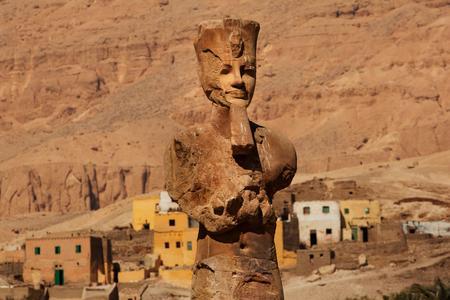 Cette représentation du pharaon Amenhotep III a été érigée au plus près de son emplacement originel, sur la rive ouest de Louxor, l'ancienne Thèbes.