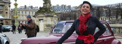 La traversée de Paris en anciennes met les dames à l'honneur