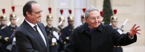 Raul Castro, l'homme fort de Cuba, accueilli avec les honneurs à Paris