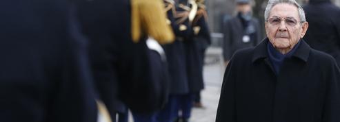 Tapis rouge pour Raul Castro à Paris