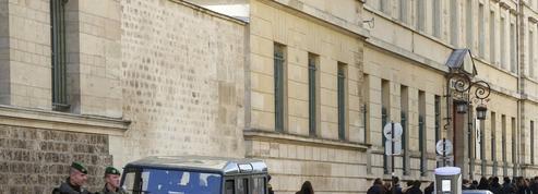 Menaces contre des lycées : un jeune hacker en garde à vue à Paris