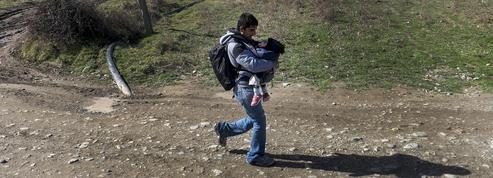 Les «rejetés» de la route des Balkans se cachent pour avancer