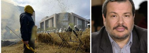 Périco Légasse : «Notre pays importe les cordes avec lesquelles nos agriculteurs se pendent»